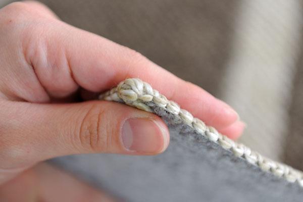 撥水ダイニングラグ アイボリーは、柔らかなループパイル