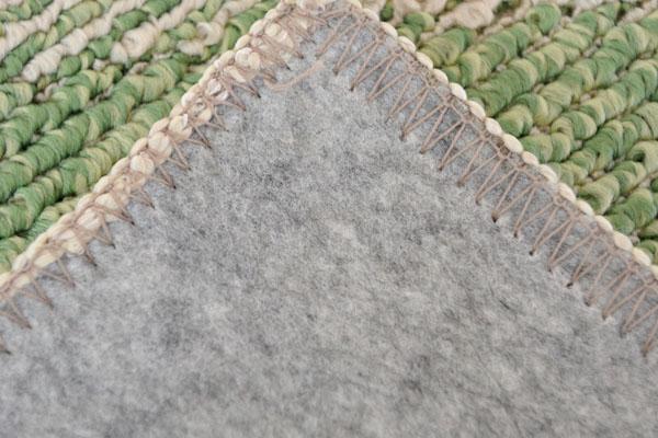 撥水ダイニングラグ グリーンは、柔らかなループパイル